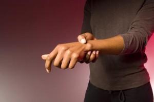 Болит правая кисть руки