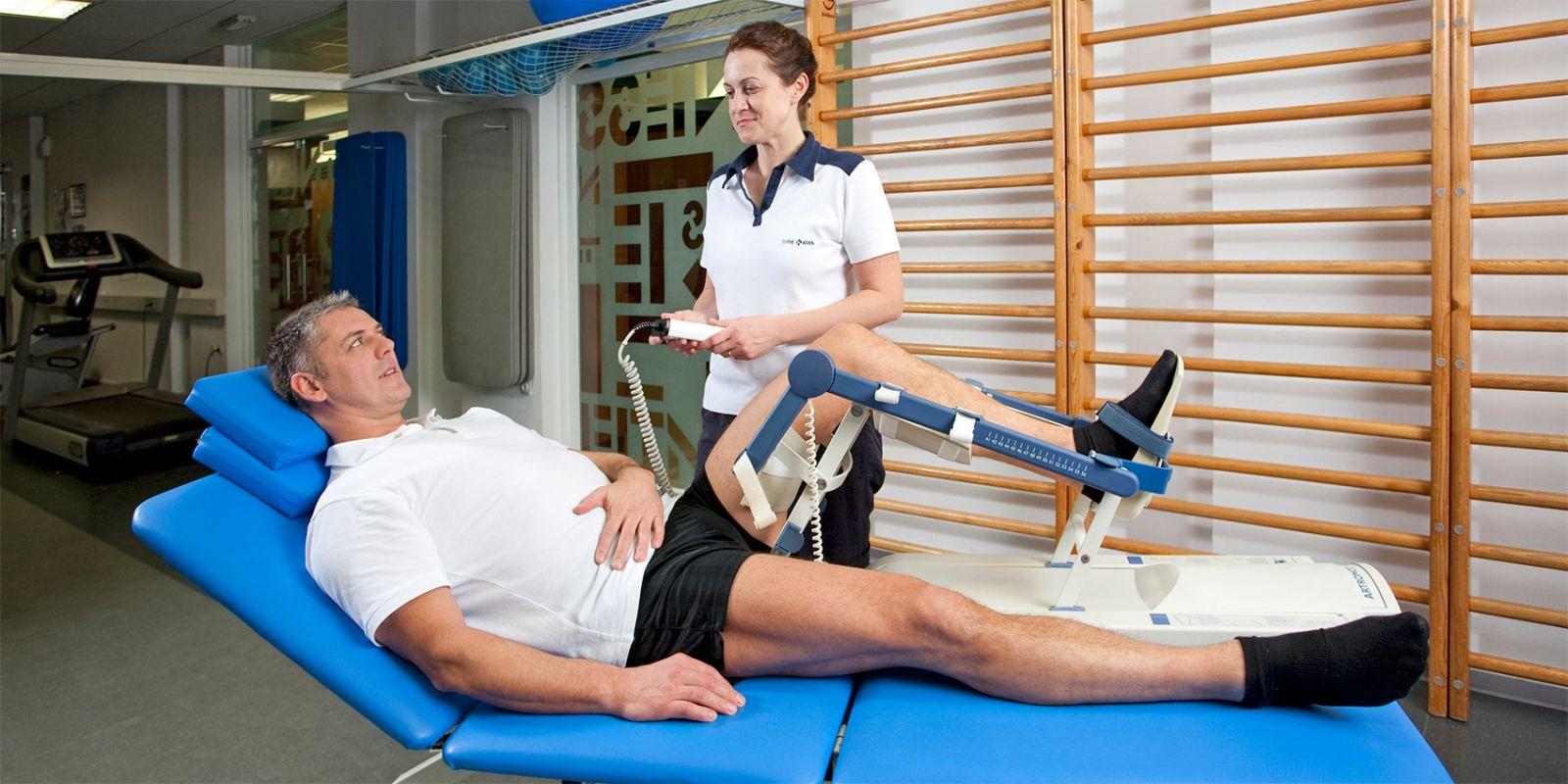 есть ли в астане клиника по эндопротезированию коленных суставов