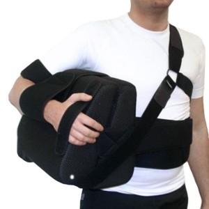 Как накладывается отводящая шина на плечевой сустав