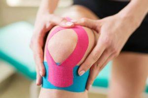 Что такое кинезиотейпирование коленного сустава и в каких случаях оно проводится